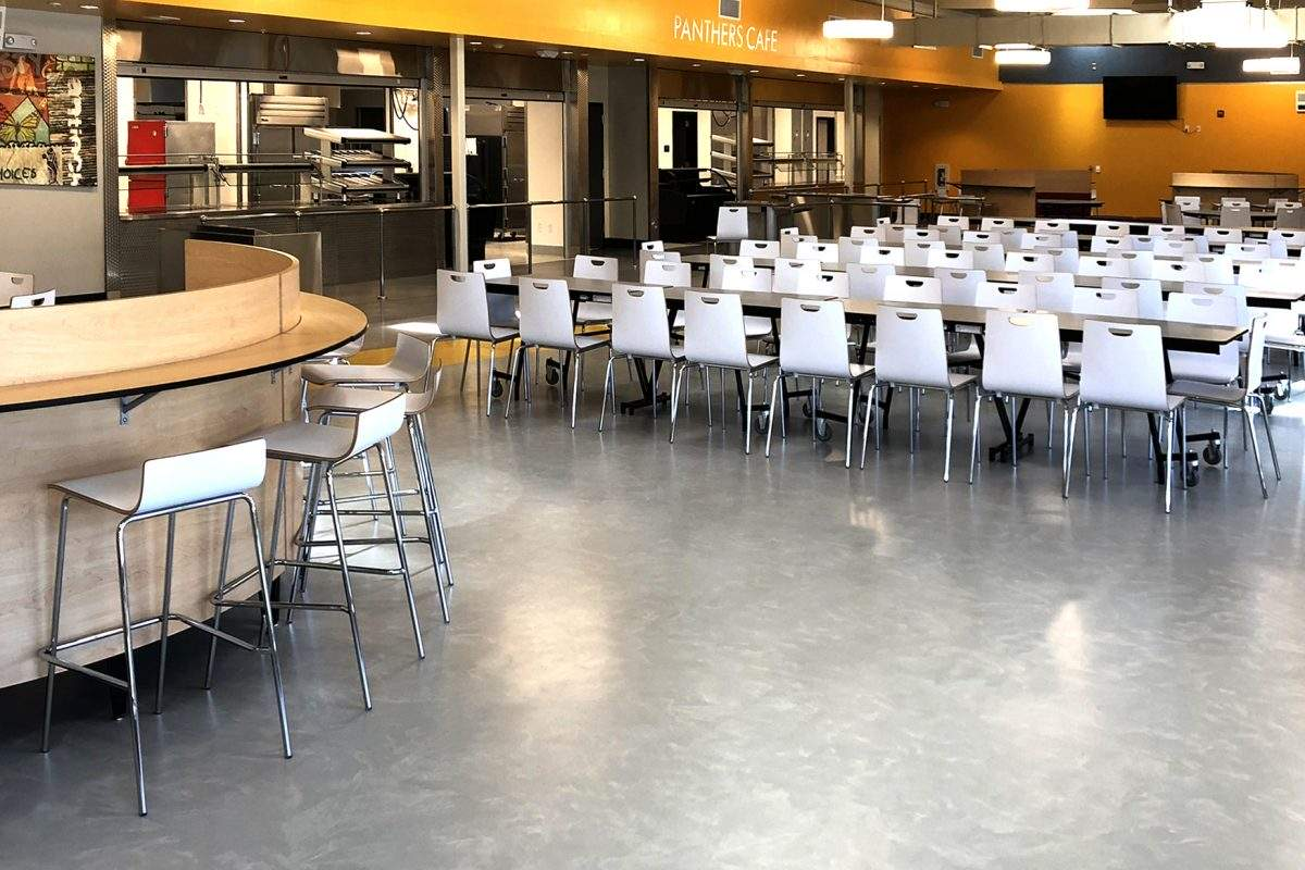 Pavimenti interni moderni di design - Antioch High School Cafeteria – USA
